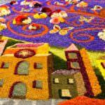 Paesaggio Spellano realizzato con petali di fiori